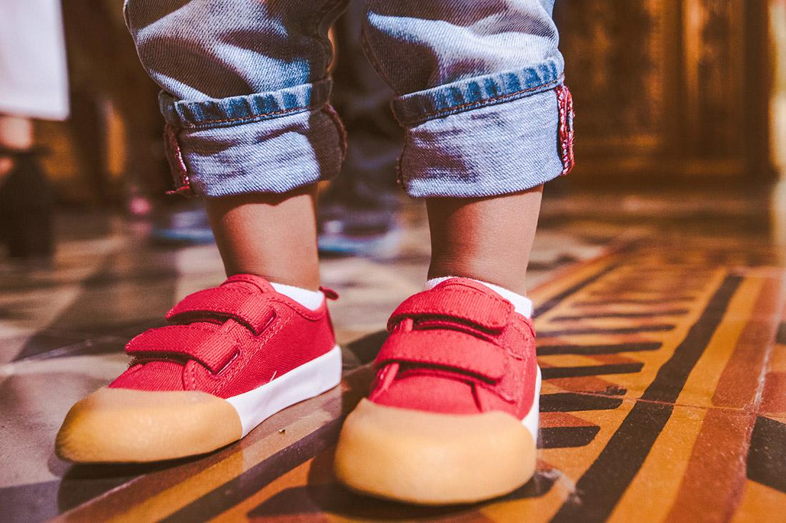 kalligraphy-kalamata-photography-photographer-wedding-baptism-γαμος-βάπτιση-φωτογραφία-κοκκινα-παπούτσια-βαπτιστικά-red-shoes-details